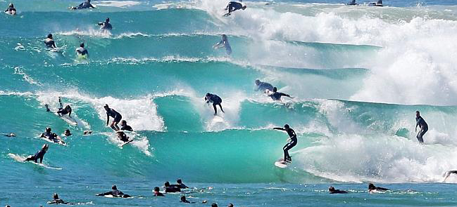 surfing-etiquette-surfboards-and-surfers-crowded-snapper
