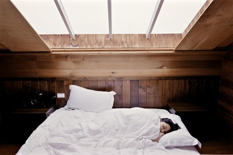 bed_sleep_rest_window_light_wood_relax