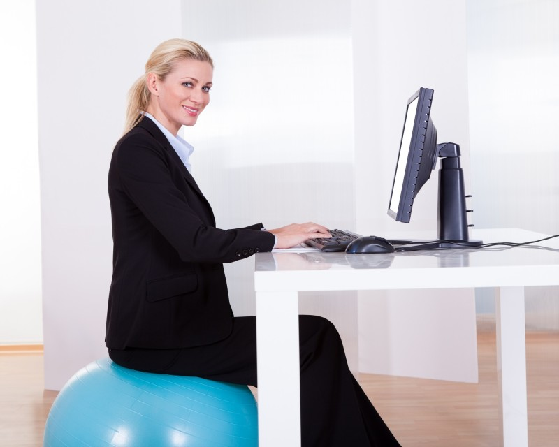 desk-exercise-ball-computer-ergonomics