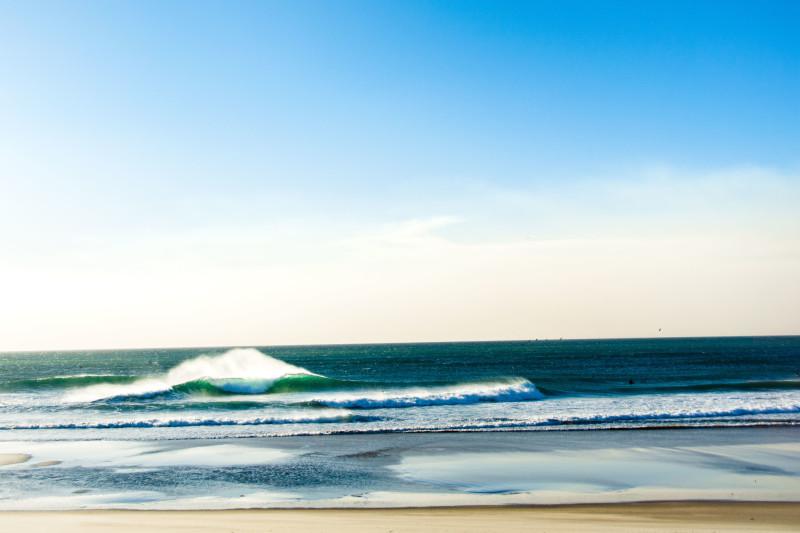 Santa Ana winds groom waves in Oxnard. Image: Braden Zischke